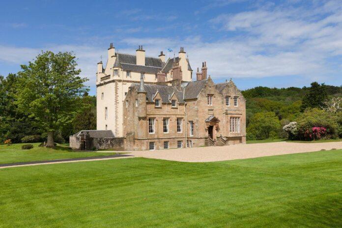 Ayrshire Castle din Scotia. Castelul bantuit este destinatia perfecta pentru Halloween