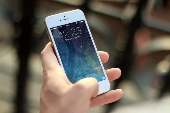 Iphone 12. Compania Apple face trecerea la 5G