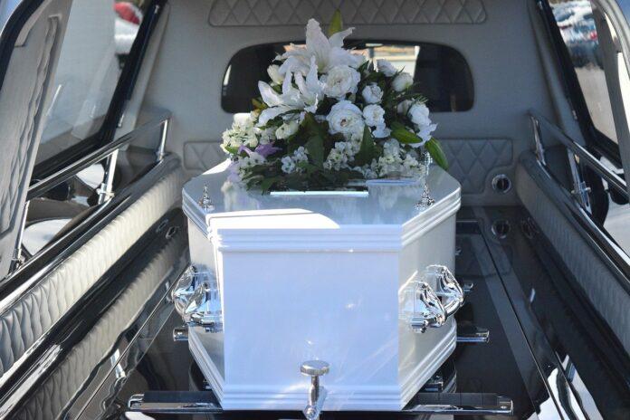 Cazul mortului viu din Iasi. Familia l-a ingropat, dar barbatul a aparut dupa o saptamana in fata casei. Cum a fost posibil asa ceva