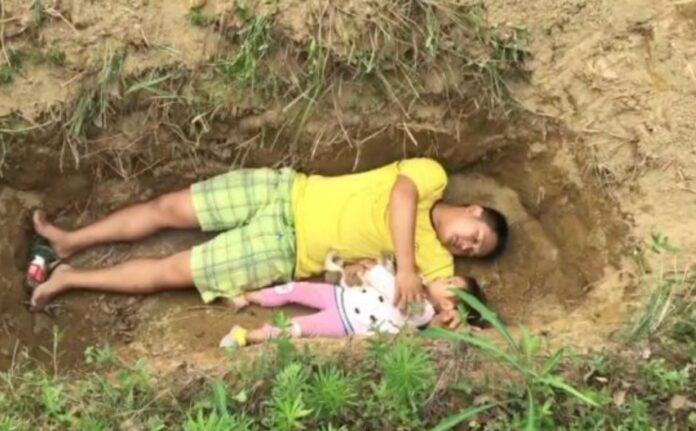 Tatal si-a dus zilnic fetita de trei ani, sa ii arate mormantul pregatit pentru ea. Motivul real este sfasietor!