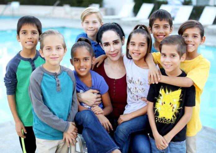 Femeia care a nascut 8 bebelusi dintr-o data. Are in total 14 copii. Cazul care i-a uluit pe medicii din toata lumea